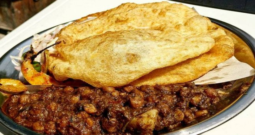 Chole_Bhature_street_food1.jpg