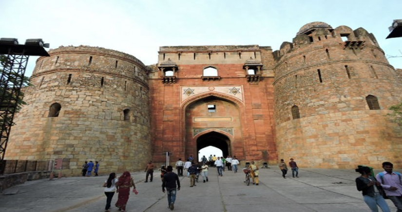Enterance_gate_of_Purana_Qila.jpg