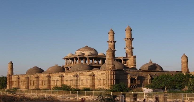 Jama_masjid_in_Champaner.JPG